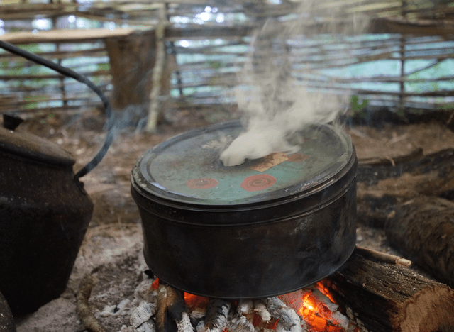 place-tin-on-fire-making-char-cloth-bushcraft